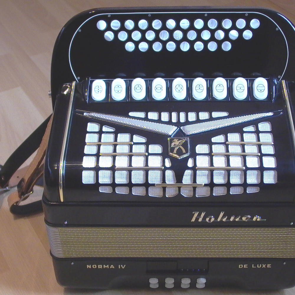 Hohner_Norma_IV_DeLuxe_Top